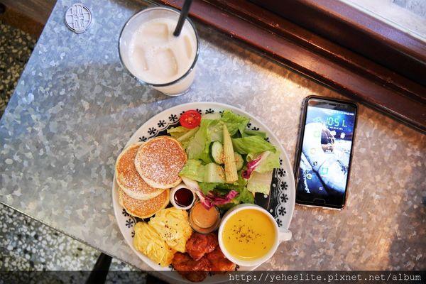 双生早午餐-晨光綠蔭小巷唐揚香,老屋鬆餅饕客結良緣