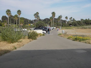 Photo: Bike path and jogging trail along the ocean. 5 minute walk from our house. Goes for miles!