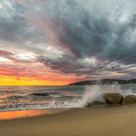 Sunrise in Estaleirinho Beach by Rqserra Henrique - Landscapes Beaches ( clouds, brazil, splash, rqserra, wave, sunrise, beach, rocks, sun )