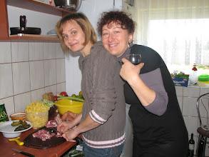 Photo: Kuchnia rządzi - Iwonka pracuje a Justyna pije.