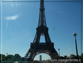 Photo: Torre Eiffel. París. www.viajesenfamilia.it