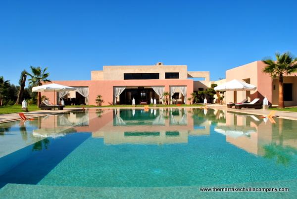 Photo: Marrakech, location de villa de vacances proche Golf avec piscine privée - 14/16 personnes dans 7 suites de luxe. Plus d'informations: www.themarrakechvillacompany.com - Réf:V044