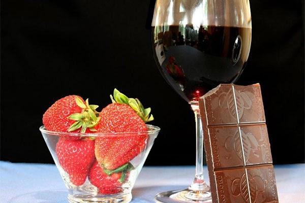 Panna Cotta Di Fragole, Cioccolato, E Vino Rosso Recipe