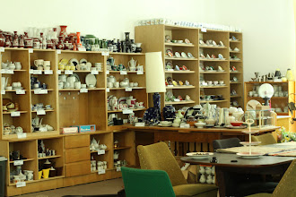 """Photo: Alex Grondhuis' collection of crockery/servies, that gave the name to the festival: """"Alle Tassen Im Schrank"""""""