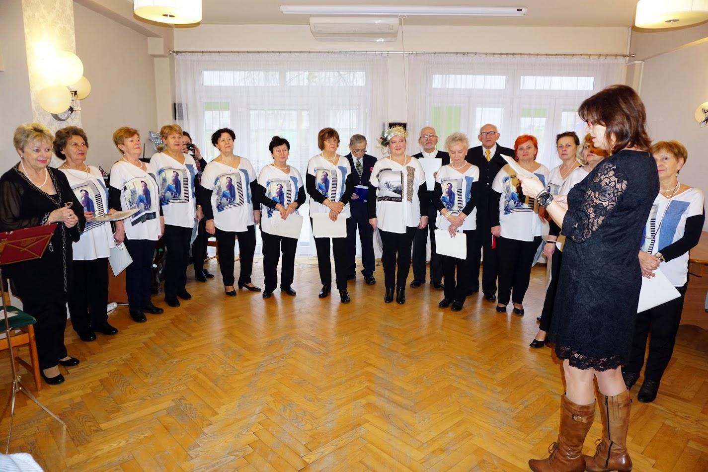 Śpiewnik ZUTW z piosenkami zimowymi w Domu Senior-Wigor.