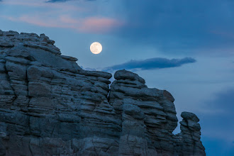 Photo: Finally, the full moon can be seen; Plaza Blanca, Abiquiu, New Mexico