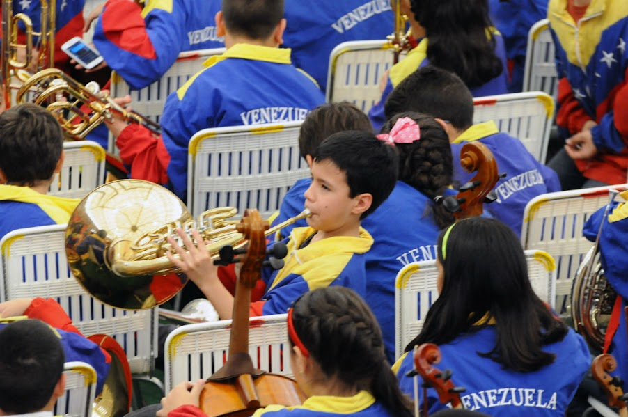Aún como espectadores del colorido programa preparado por sus anfitriones en Barinas, los integrantes del SNIV siguieron practicando las notas de la 4ta. Sinfonía de Tchaikovski, en vísperas de tomar asiento frente a sus atriles e iniciar la ejecución dirigida por Andrés González.