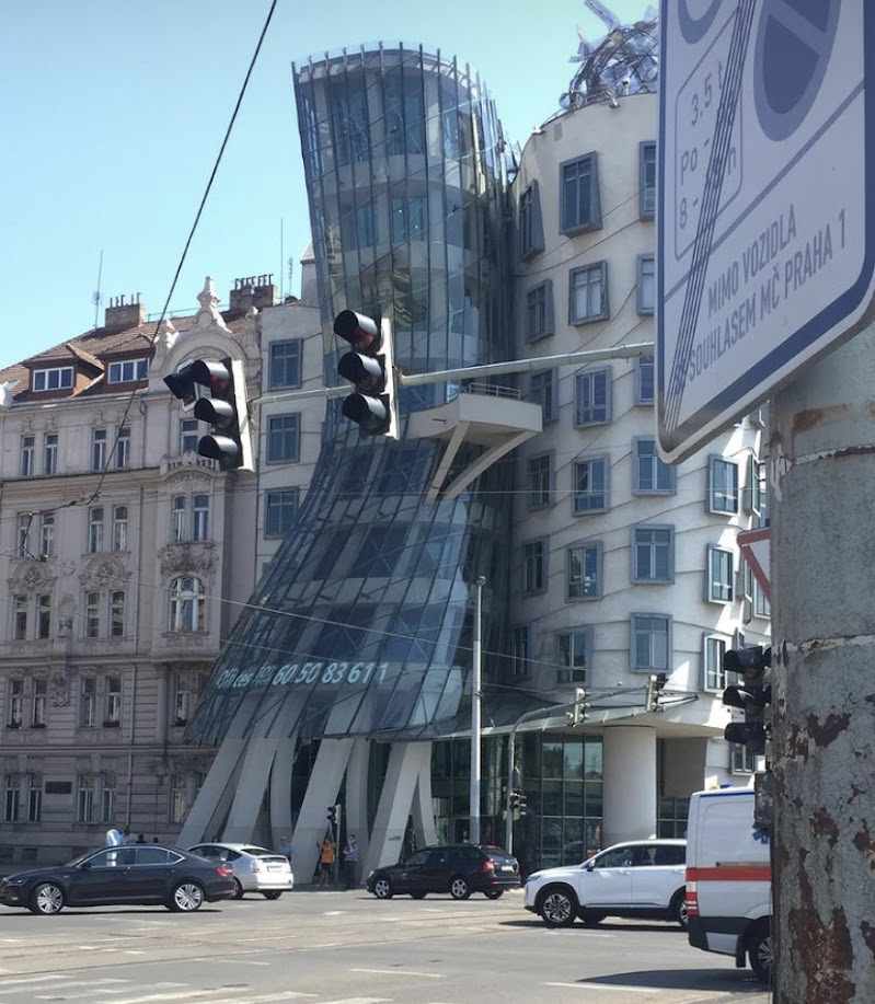 Dancing house  di annachiara_brienza