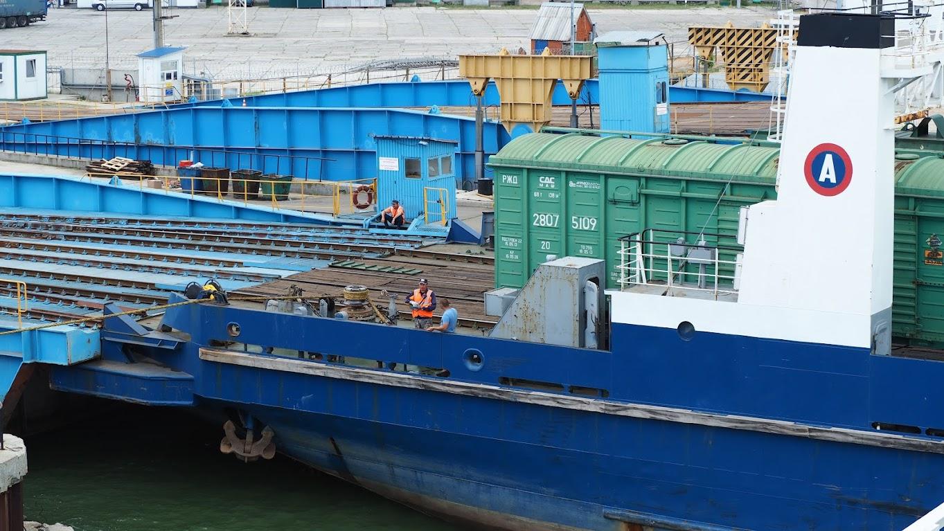 Июнь 2015 Порт Кавказ - ж/д вагоны на переправе