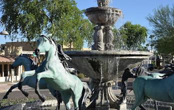 Photo: La fontaine aux chevaux.