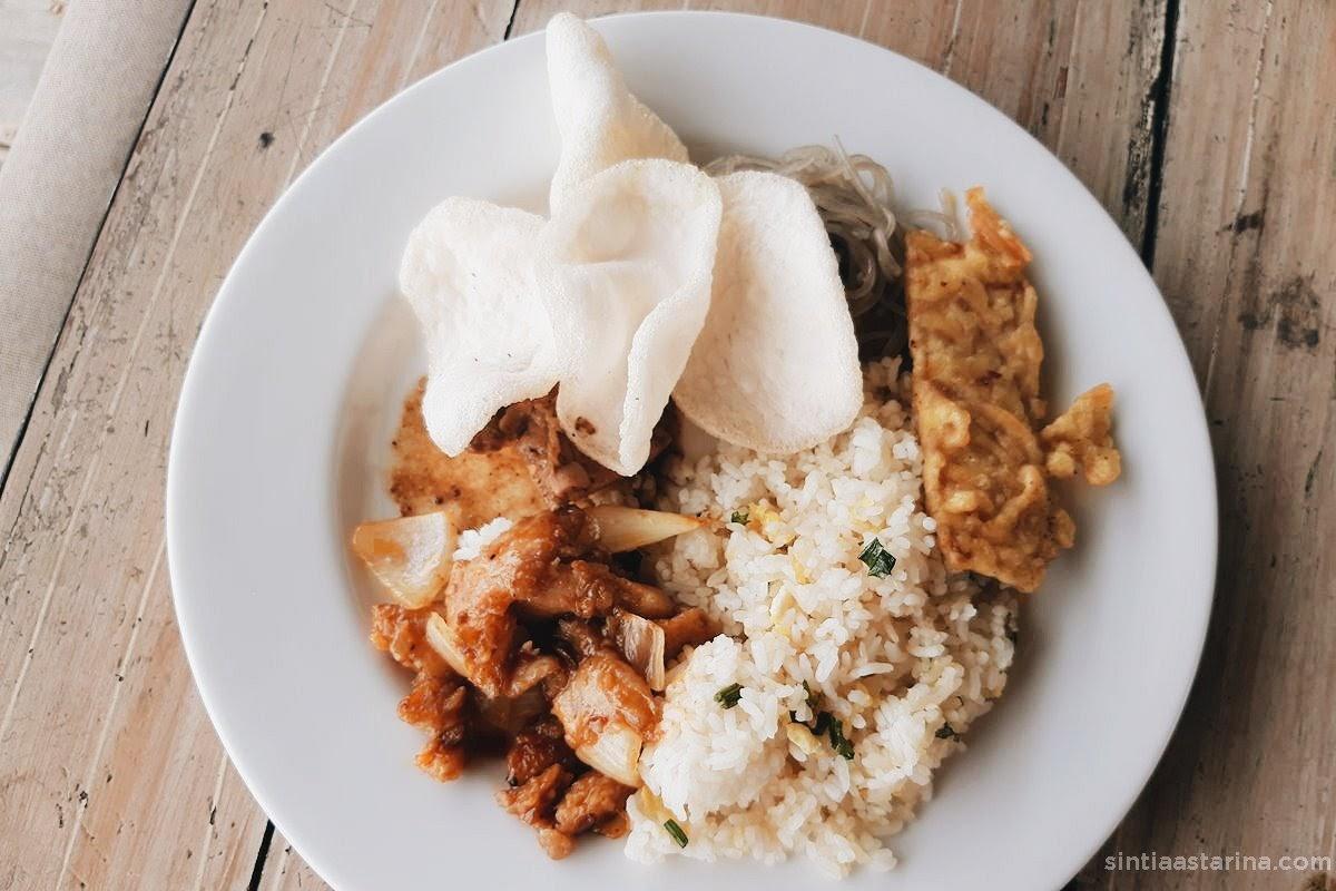 sajian menu di restoran yellow star gejayan hotel, yogyakarta