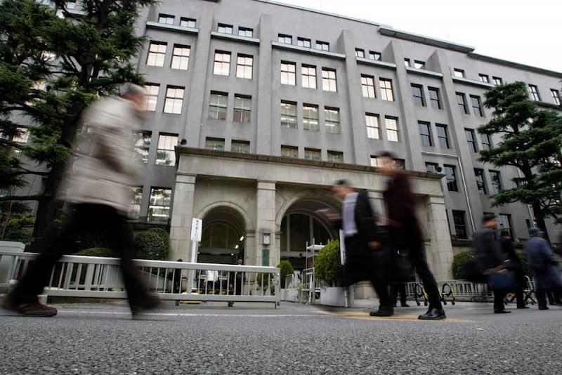 日本に巣食う寄生虫を駆除する方法とは?『財務省を解体せよ!』で高橋洋一氏が指摘する「官僚とマスコミの利害関係」