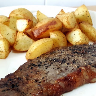 AIRFRYER STEAK WITH ROASTED POTATOES.