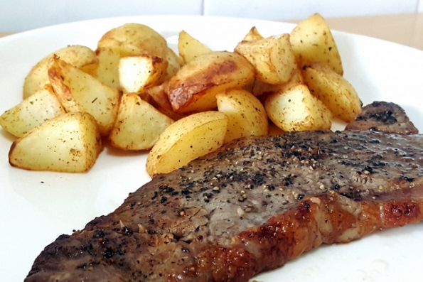 AIRFRYER STEAK with ROASTED POTATOES Recipe