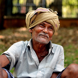 Old with all smiles in his face... by Vinod Rajan - People Street & Candids ( old man, candid, portraits, portrait and people, candids, portrait, people, portraiture,  )