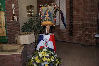 Photo: Imagen de Nuestra Sra. De Altagracia al lado del Baptisterio.