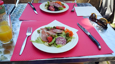 """Photo: Lunch bij """"Auberge du Précontent"""" in Arfeuilles die Nederlandse eigenaren bleek te hebben"""