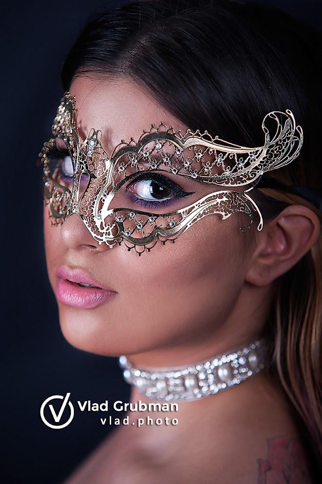 Masked Beauty - photography by Vlad Grubman / ZealusMedia.com