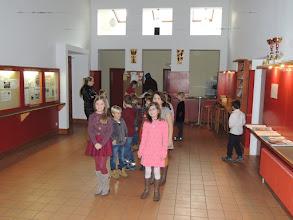 Photo: Aufstellung der Kommunionkinder vor der Hl. Messe