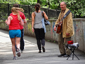 Photo: Street musician laughing about silly runners.