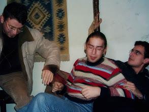 Photo: 24 Şubat 2005 - Lise arkadaşlarıyla. Felsefe Kafe galiba. Hayatımda gittiğim en izbe yerlerden.