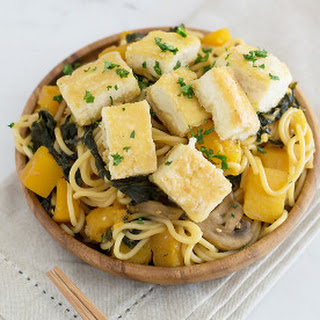 Butternut Squash And Kale Autumn Lo Mein With Crispy Tofu and Dreamfields Pasta.