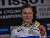"""Lotte Kopecky mag zichzelf wereldkampioene noemen: """"Regenboogtrui maakt heel veel goed"""""""