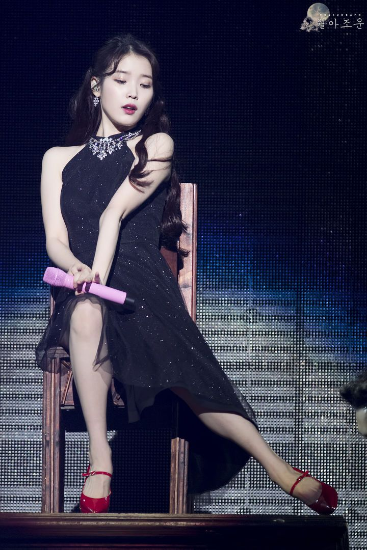 iu black dress 27