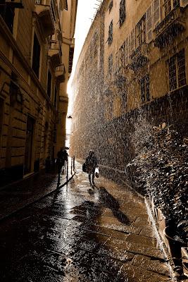 Sotto la pioggia di Genova di Doriana Frau