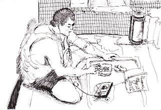 Photo: 獨享2012.05.13鋼筆 一本書、一包瓜子,再配著小電視,這是在牢房裡獨享的小小奢侈…