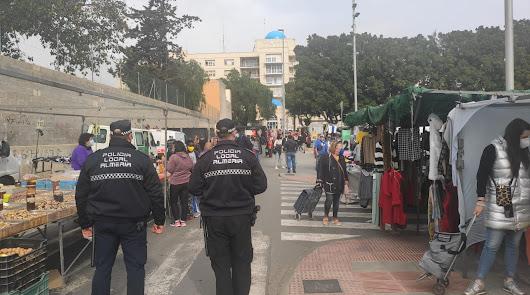 Agentes de la Policía Local de Almería en una imagen de archivo.