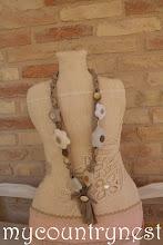 Photo: collana con fiori beige