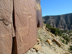 Photo: Two bighorn sheep petroglyphs, with line extending around the corner