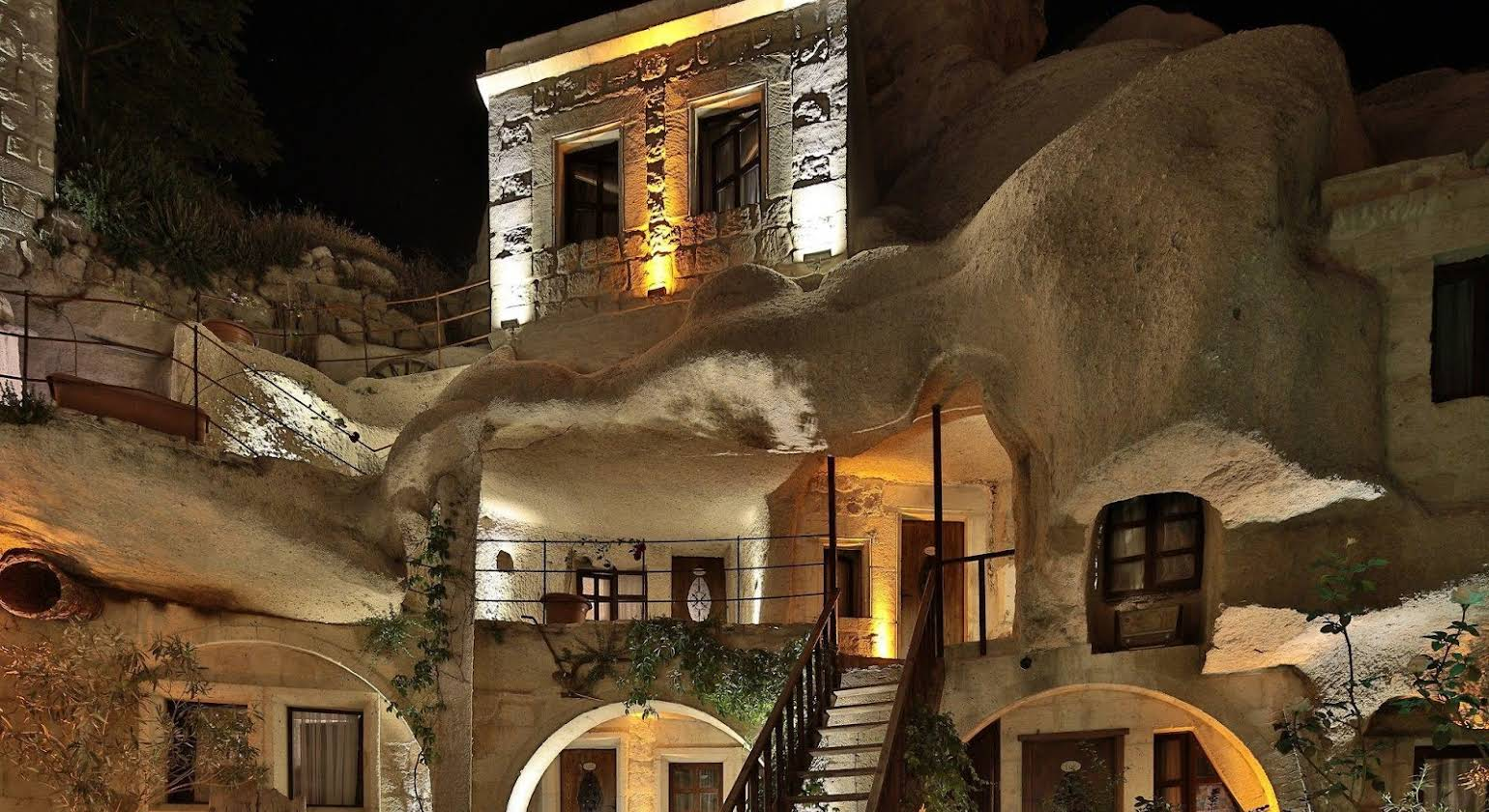 Shoestring Cave House