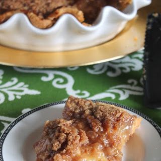 SALTED CARAMEL APPLE PIE WITH CRUMBLE TOPPING