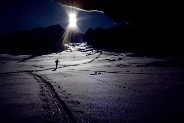 Controluce di sciatore solitario di benny48