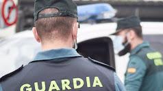 Imagen de archivo de agentes de la Guardia Civil con mascarilla.