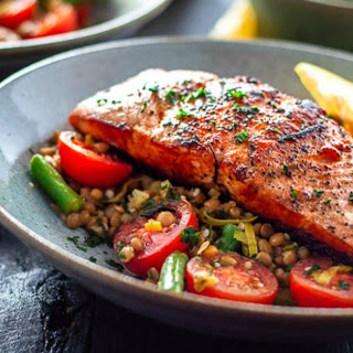 Salmon with Leeks and Lentils Recipe