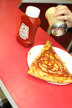 Photo: ...??eew...ketchup on Pizza......its a thing in the far east....whatever make u happy!!......
