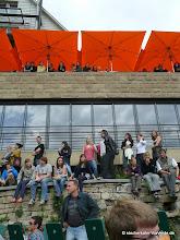 Photo: Zuschauer nutzen wirklich jeden Platz für eine gute Sicht (hier vor dem Neckarmüller).