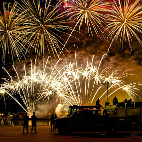 Fireworks by Domingo Washington - Public Holidays July 4th ( sternwheeler, firetruck, fireworks, long exposure, river,  )