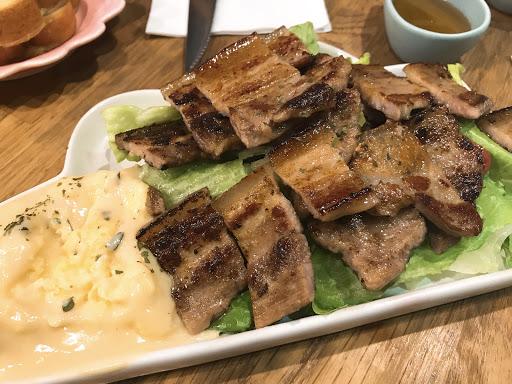 韓式豬肉好吃~ 草莓舒芙蕾也好吃但有點太甜