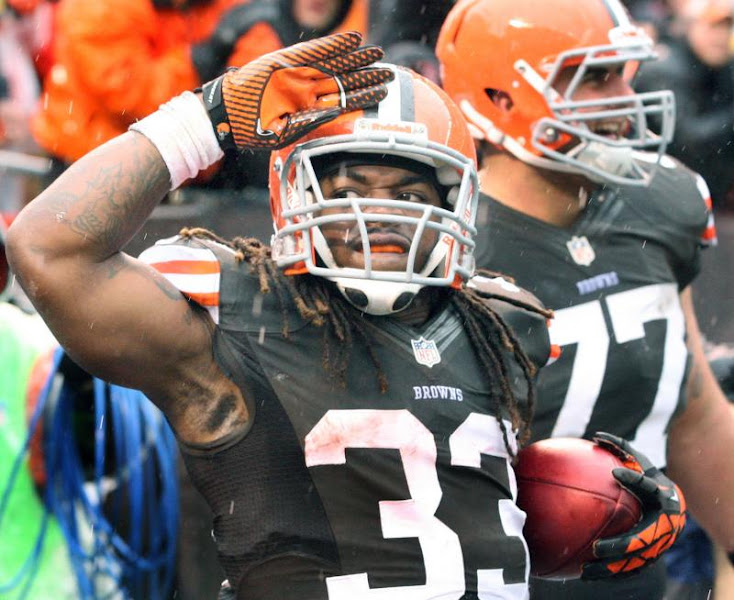 Photo: Trent Richardson salutes the crowd after scoring a first quarter touchdown. (Chuck Crow, The Plain Dealer)