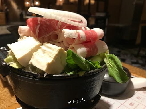 今天吃牛肉壽喜燒,整體來說不錯👍,可惜牛肉片不怎麼入味。還是麻油雞鍋、剝皮辣椒雞鍋推薦!