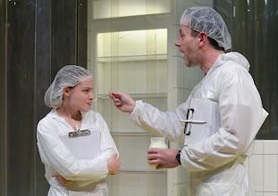 """Photo: WIEN/ BURGTHEATER/ Vestibül: """" Am Beispiel der Butter"""" von Ferdinand Schmalz. Inszenierung: Alexander Wiegold. Jasna Fritzi Bauer, Peter Knaack. Foto: Barbara Zeininger"""