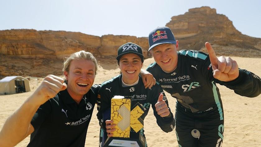 Rosberg con sus dos pilotos ganadores de esta primera carrera