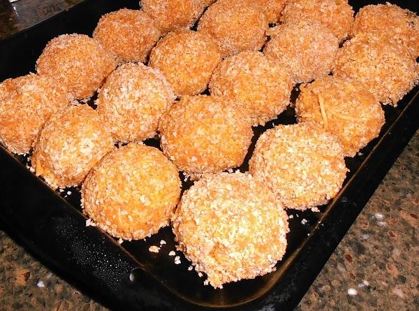Dredge spaghetti balls in flour, egg wash and panko bread crumbs.  Make sure...