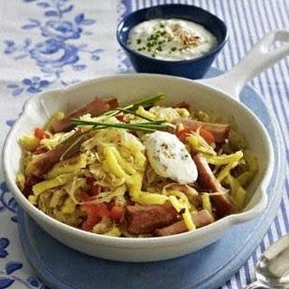 Sauerkraut-Spätzle-Pfanne mit Leberkäse