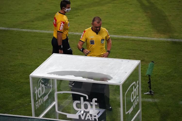 🎥 Brésil : Quand l'arbitre urine dans le rond central avant le coup d'envoi