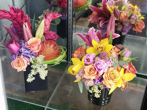 Fresh Cut Flowers With Same Day Delivery From Sun City Summerlin Florist We Deliver In The Las Vegas Community Since 1993